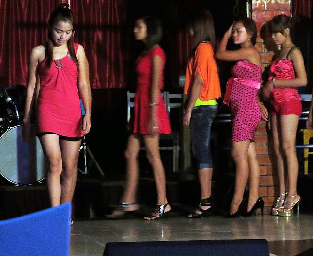 Nightclub ladies in Chinatown at Zero Zone