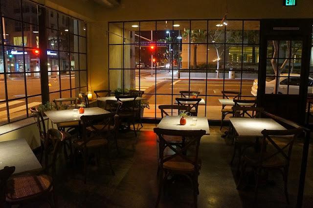 Jantar em um dos deliciosos restaurantes de Santa Mônica
