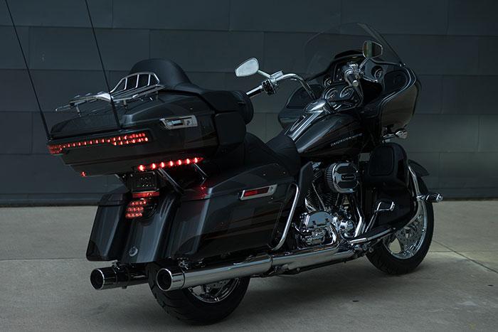 Harley-Davidson CVO Road Glide Ultra FLTRUSE Owner's
