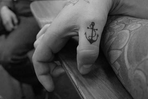 small anchor tattoo küçük çapa dövmesi