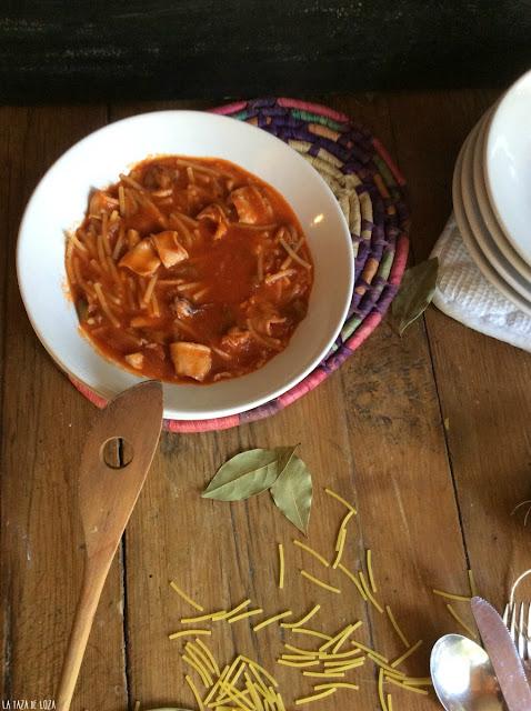 fideos-con-chipirones-y-tomate