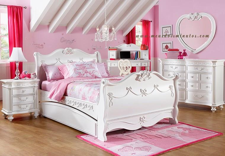 quarto de menina com tema de princesa  na cor rosa
