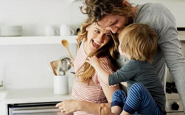 Προσοχή γονείς: Μην διορθώνετε ΠΟΤΕ το παιδί σας μπροστά σε άλλους! Δείτε γιατί