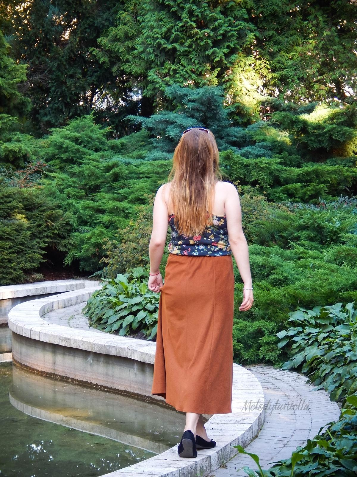 ruda spodnica mamy kolorowy top river islands czarna torebka manzana lookbook na jesien stylizacja czarne baletki maxi midi