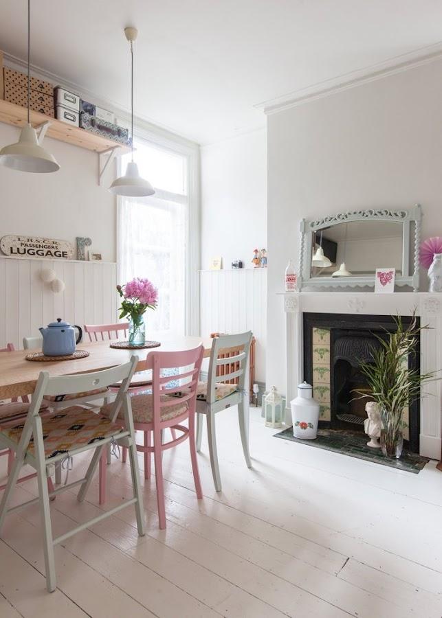 casa familiar con aires vintage y escandinavos. Muebles reciclados, motivos pastel, chalk paint