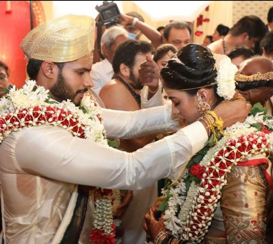 Nikhil Kumaraswamy and Revathi marriage photo