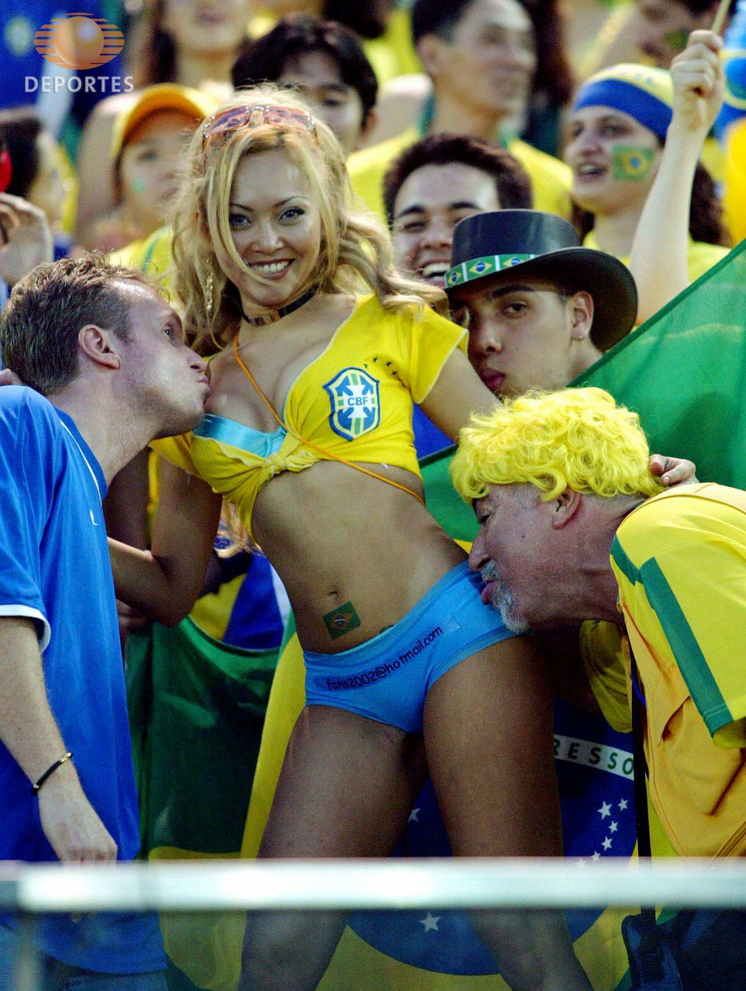 World Cup Brazil 2014: sexy hot girls football fan, beautiful woman supporter of the world. Pretty amateur girls, pics and photos   Aficionadas bonitas Brasil selecao brasileira garota