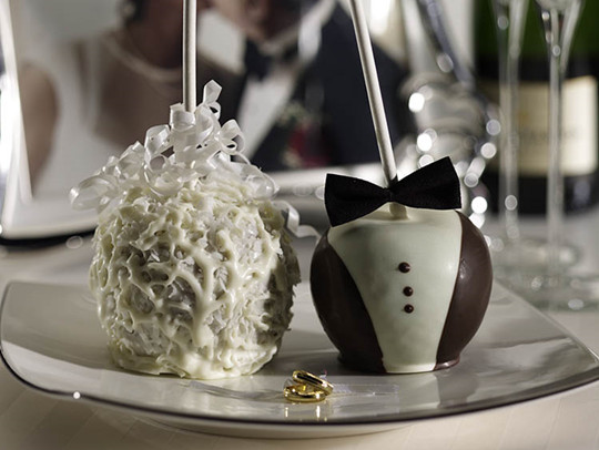 diy Candy Apple Wedding Favor Bridal Couple
