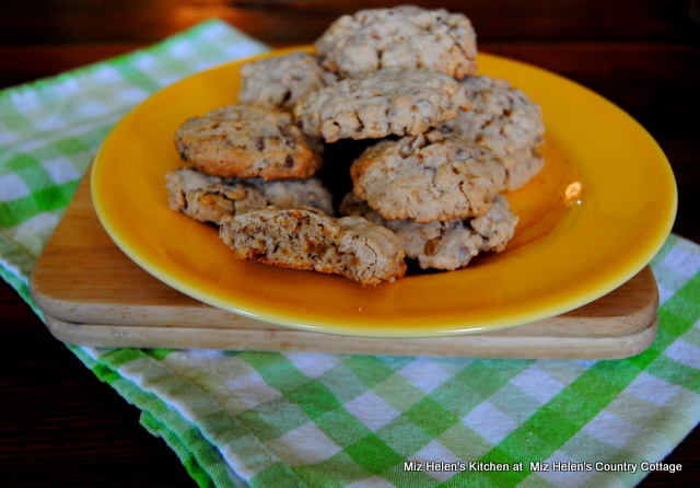 Oatmeal Toffee Crispy Cookies at Miz Helen's Country Cottage