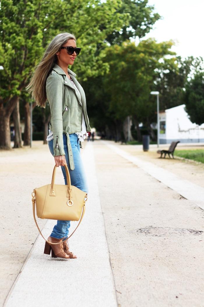 A linda carteira do outfit é de uma nova marca portuguesa de malas de luxo, que irá ser lançada brevemente. O nome da marca é KAILLA. Look do dia. Primavera/Verão 2017. Tendências. Dicas de Moda. Style Statement. Blog de Moda Portugal.