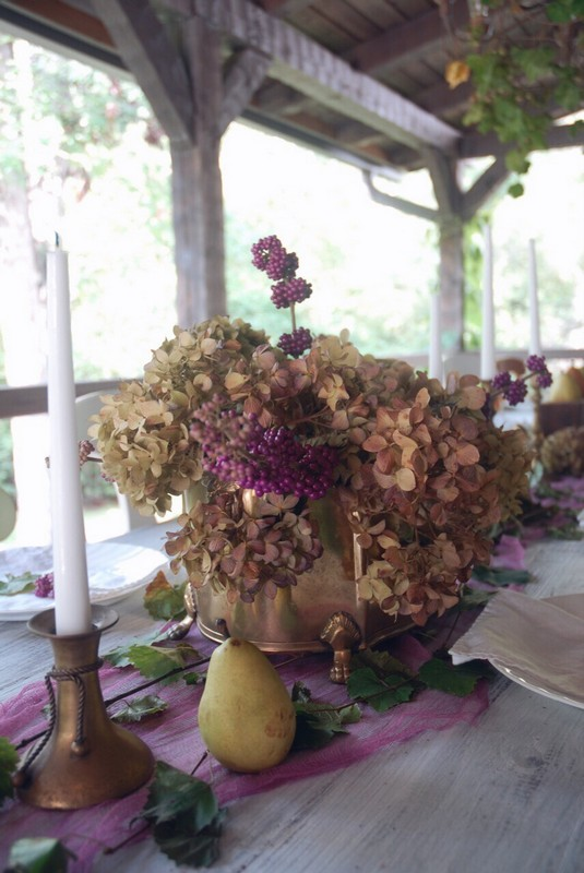 Fall_Tablescape_Outdoor_purple_dried_hydrangeas_brass_beautyberry