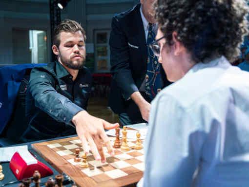 Le duel au sommet de la ronde 3 entre Fabiano Caruana et Magnus Carlsen (2875) s'est soldé par le partage du point - Photo © Lennart Ootes pour le Grand Chess Tour