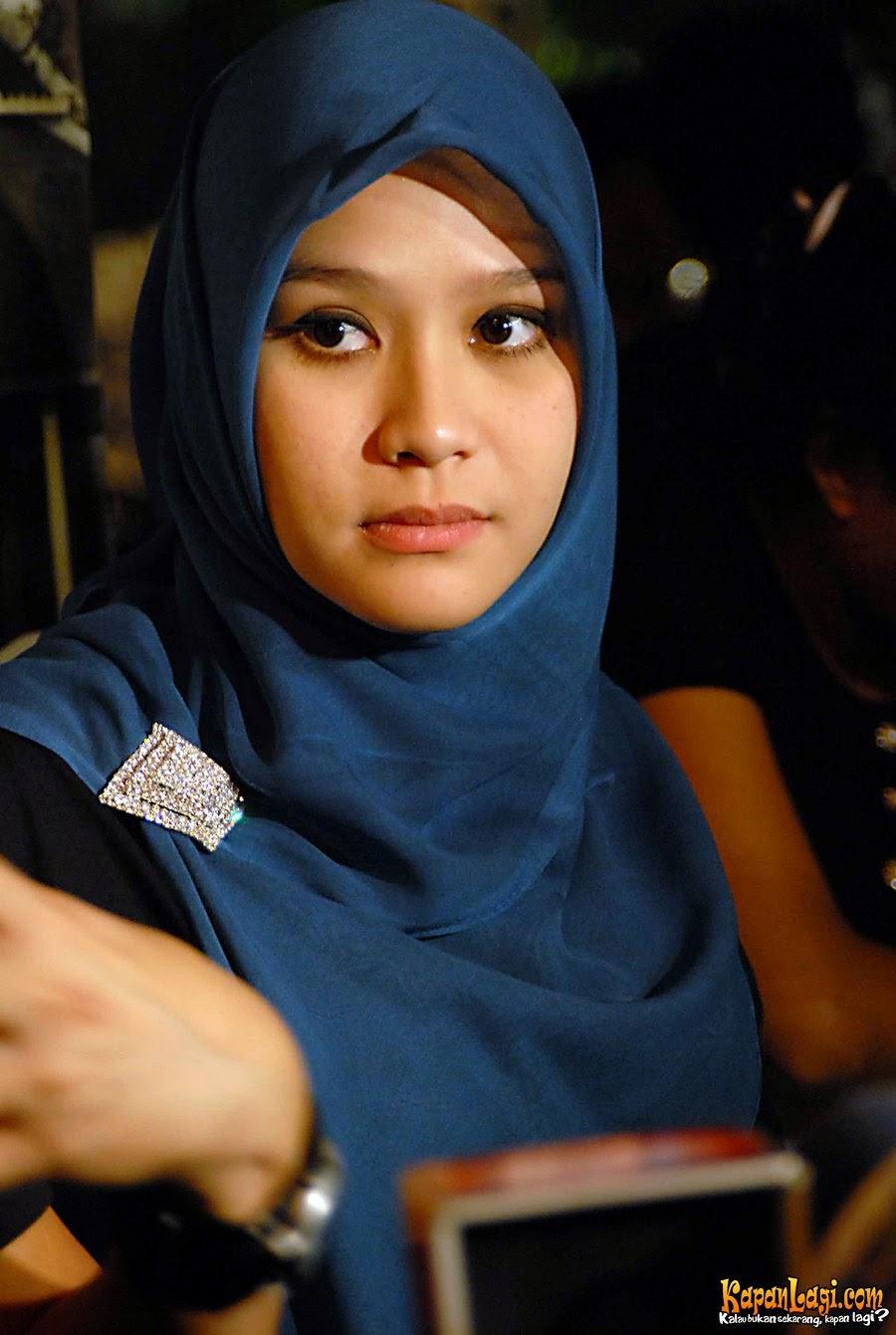 Kumpulan Foto Artis Berjilbab ~ AUFA BLOG