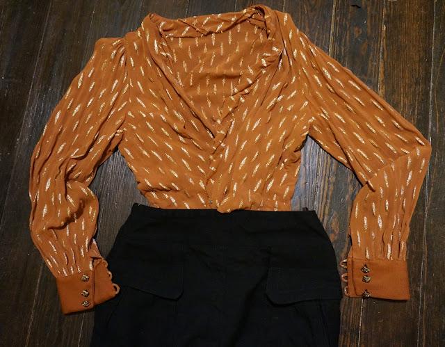 un cache coeur vintage fait maison , une jupe en laine handmade wrap blouse , woolen skirt
