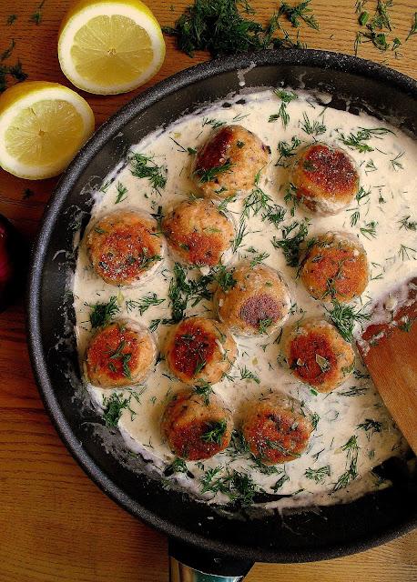 Klopsiki z łososia w sosie koperkowym / Salmon Meatballs in Creamy Dill Sauce