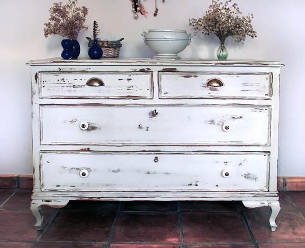 5 Ideas for Restoring Old Furniture 2