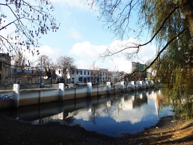 Park Reymonta, widok na Białą Fabrykę.