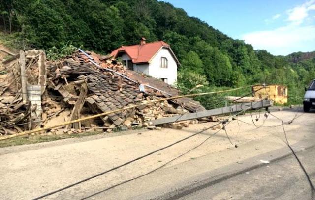 На Закарпатті обвал у кар'єрі зруйнував будинки місцевих жителів - фото, відео