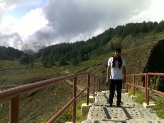 tangga menuju puncak kelimutu