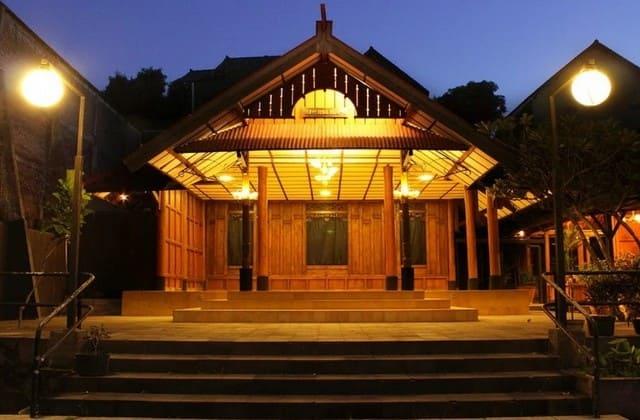 Omah dhuwur, salah satu tempat makan di jogja yang romantis, tapi bisa juga untuk keluarga dan rombongan