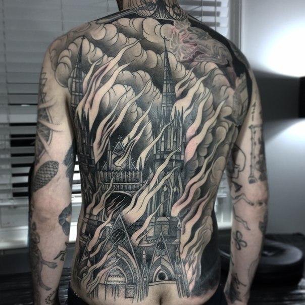 espectacular tatuaje e la espalda en 3d
