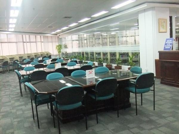 Perpustakaan Tempat Baca Buku PNRI