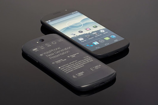 The YotaPhone 2 : Review & Specifications