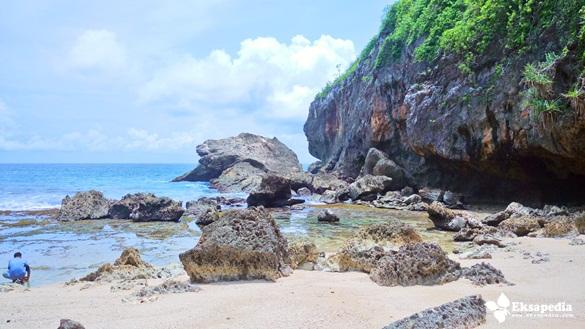 Keindahan Pantai Wohkudu