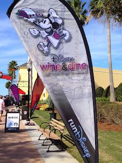 Wine & Dine Sign