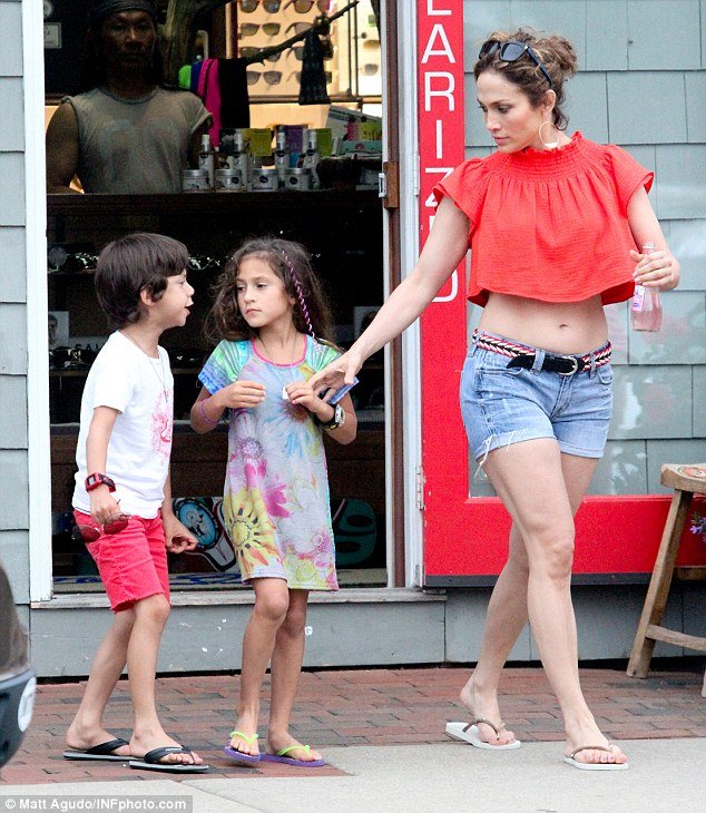 jennifer lopez takes twins shopping