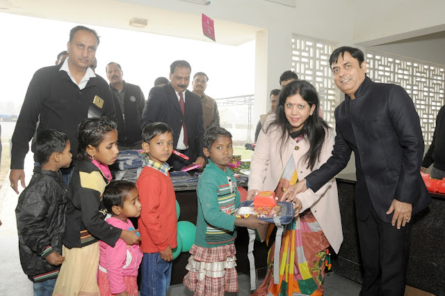 Prateek Group turns Santa for underprivileged