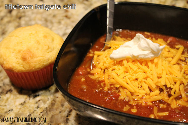 Titletown Tailgate Chili // Even if you aren't at a game, this chili is going to be a hit for your whole crew! #recipe #chili #beef #gameday