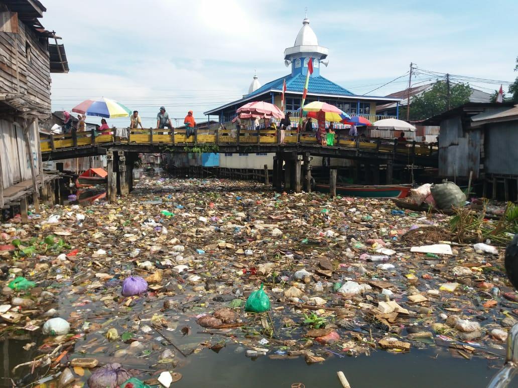 Tindak Tegas Pembuangan Sampah Ke Sungai Golkar Kota Banjarmasin