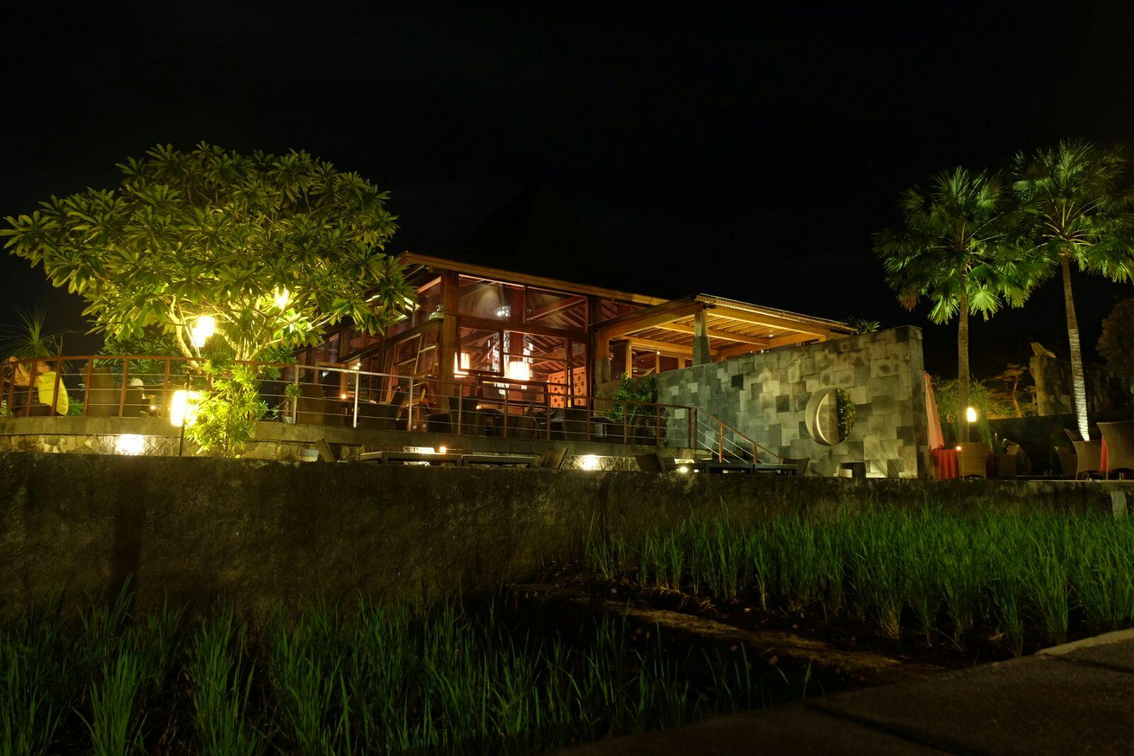 Abhayagiri Restoran Eksotis Malam Hari Di Jogja Di Atas Bukit