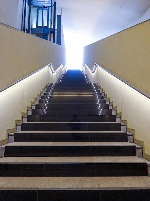地下鉄入口階段,東新宿駅〈著作権フリー無料画像〉Free Stock Photos