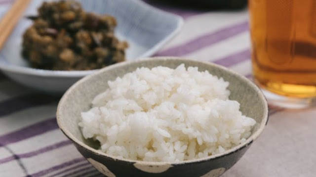 Allow to Put Side Dishes on Rice When Eating in Japan?