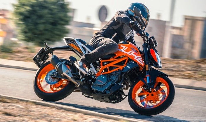 2018 ktm duke 390. modren duke the duke 390u0027s twochannel abs comes with three modes u2013 normal off and  supermoto which disables for the rear brake only additional updates to  throughout 2018 ktm duke 390