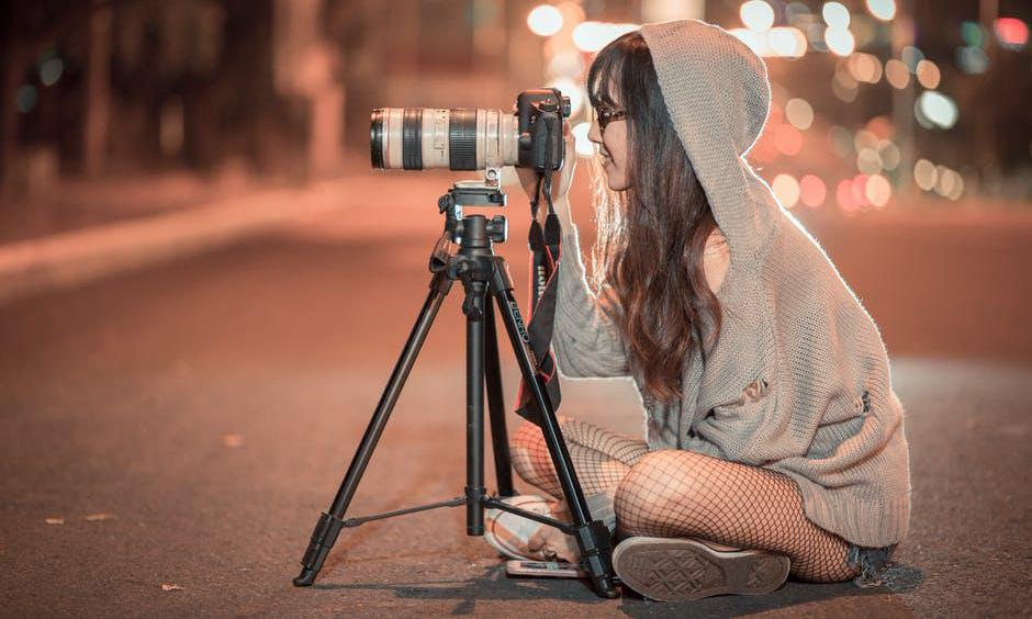 cewek manis dan mahasiswa Jalankan Hobi sebagai fotografer model seksi
