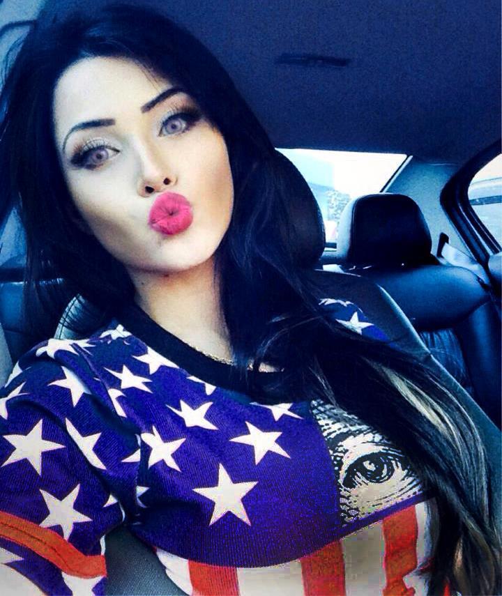 Miss Megan Fox hit the face Callipyge