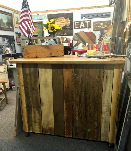barn wood, salvaged wood, reclaimed wood, bar, antique booth, display, counter, http://goo.gl/0Bl7XE