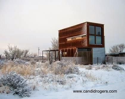 Casa pequeña compacta económica en Texas vista exterior en invierno