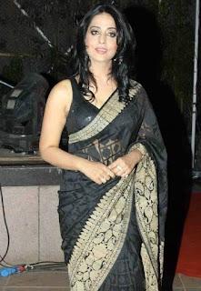 Mahi-Gill-hot-saree-photo