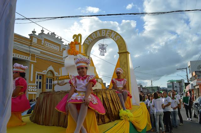 30 ANOS: Desfile Cívico encerra as comemorações do aniversario do Colégio Municipal Osvaldo Benício.