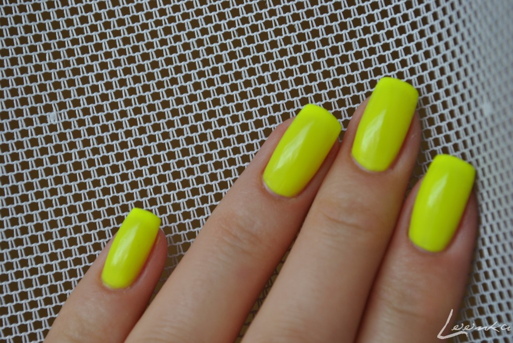 "loonka & nail polish: MAX ""neon yellow"""