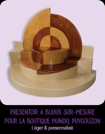 Presentoir à bijoux en carton sur-mesure pour le magasin Mundo à Puygouzon par Cartons Dudulle