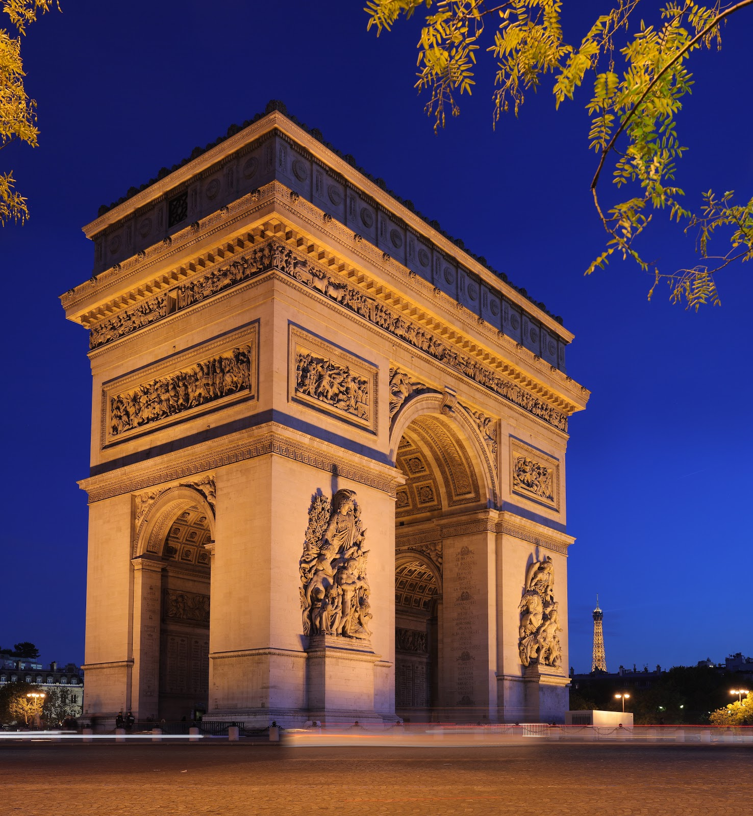 paris landmarks of paris. Black Bedroom Furniture Sets. Home Design Ideas