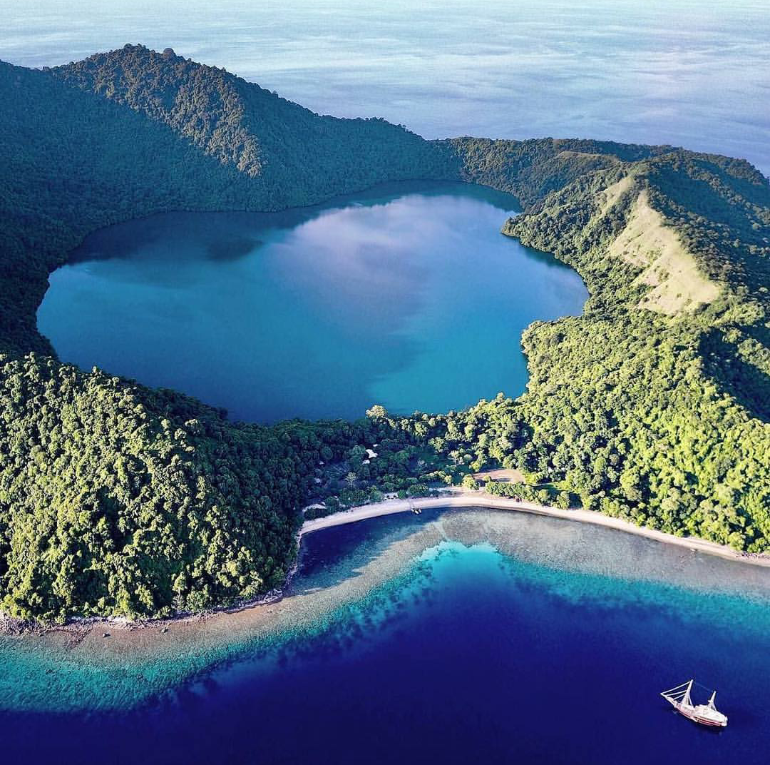 Pulau Satonda (Photo by: instagram/andrescarretero)