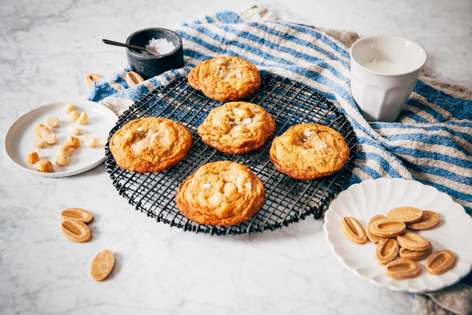 dulcey white chocolate macadamia cookies | hummingbird high || a