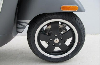 New 2017 Vespa GTS 300 Super Sport front wheel Hd Photos