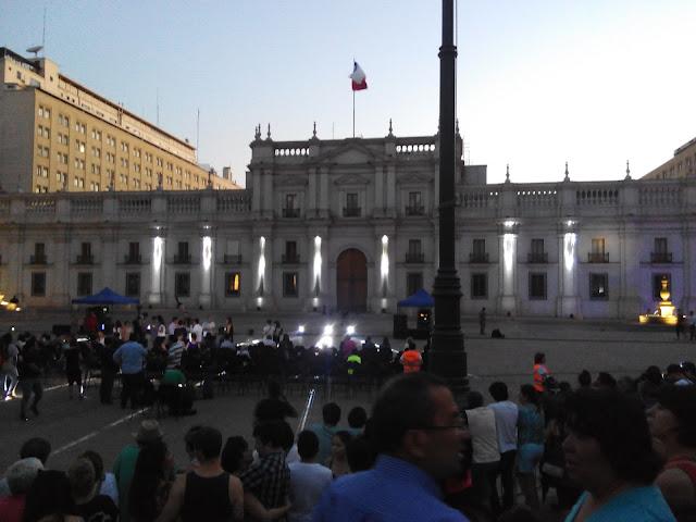 Palacio de la Moneda - Neruda viene volando